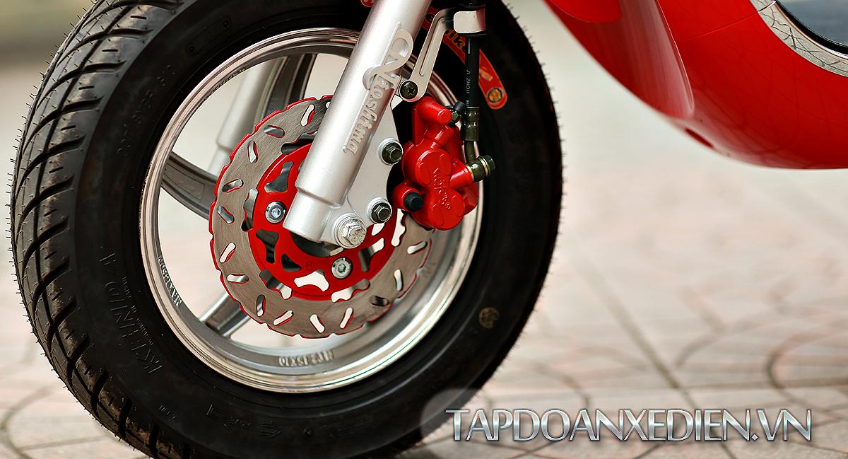 Lốp không săm kết hợp phanh đĩa tạo cảm giác an toàn