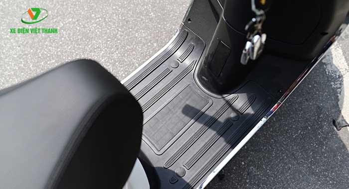 Sàn để chân rộng rãi