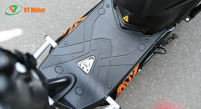 Sàn để chân ấn tượng với bộ khung chống đổ