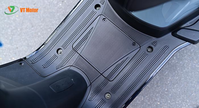 Sàn để chân chống trơn